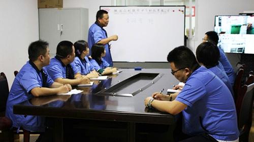 7月初众利联合李总对销售部进行了培训会议